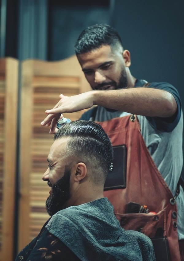 peinado-hombre-pelo-ondulado