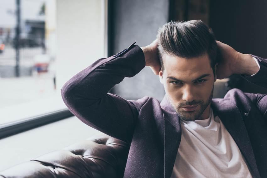pompadour-peinado-para-hombre-con-pelo-rizado2