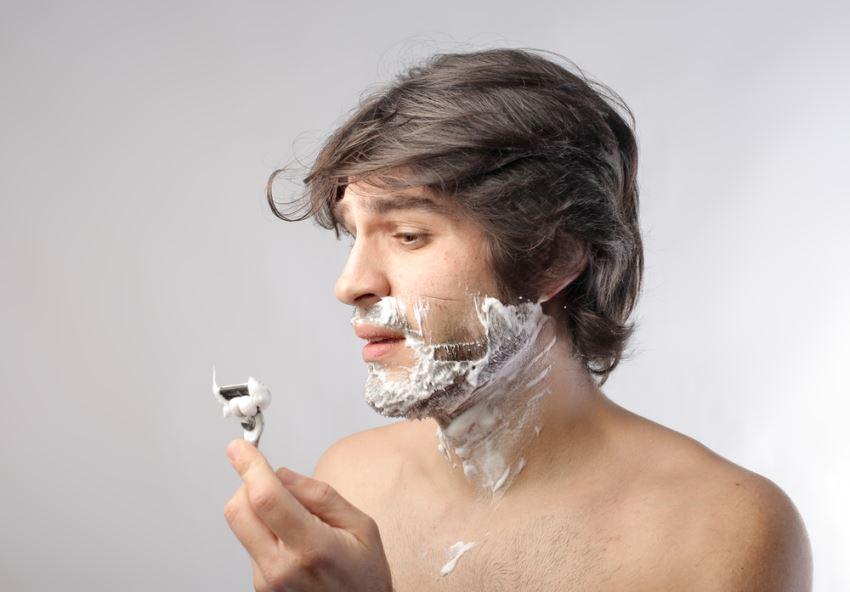 como-afeitarse-barba-dura